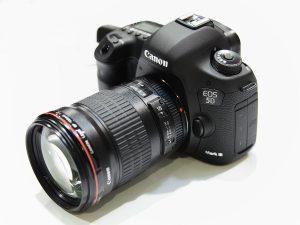 1200px-Canon_EOS_5D_Mark_III_1-300x225